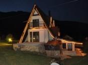 Villa Damaja bei Nacht