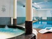 Swimming pool and jakuzzi
