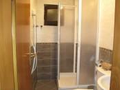 Double bedroom - bathroom