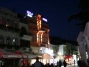 Villa Ginek bei Nacht