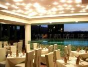 Restaurant und schwimmbad